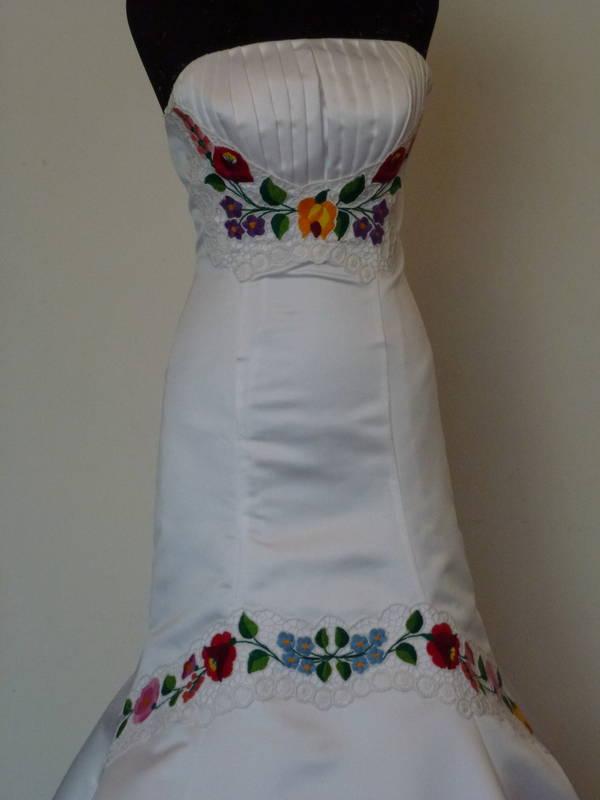 Kalocsai mintás menyasszonyi ruha