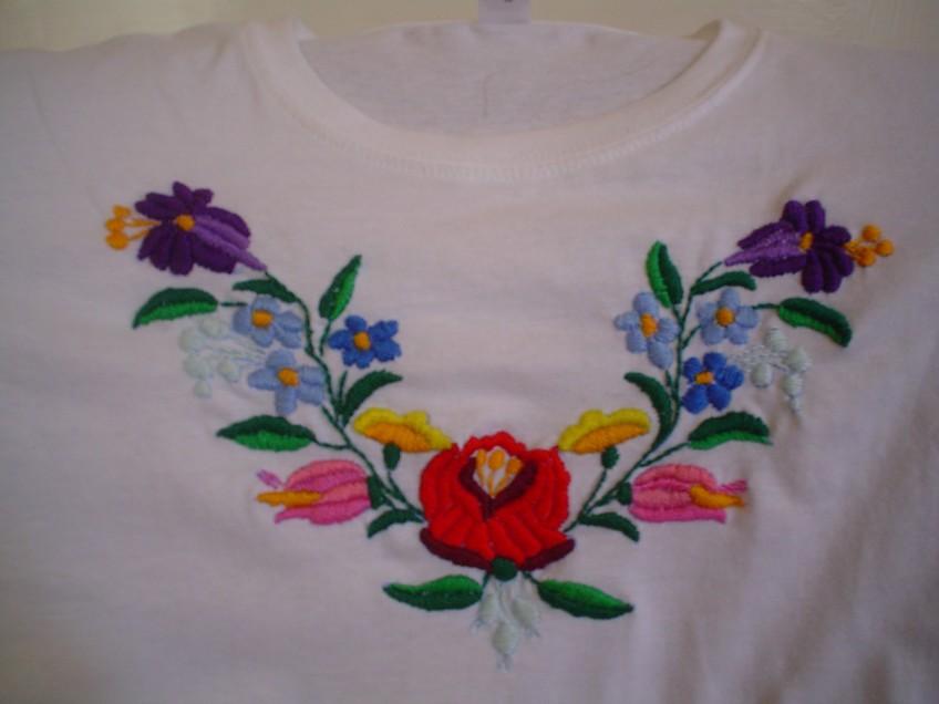 Kalocsai mintás póló