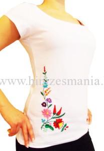Hímzett kalocsai női póló