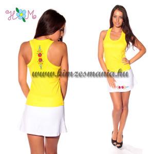 Hátulján hímzett sárga trikó